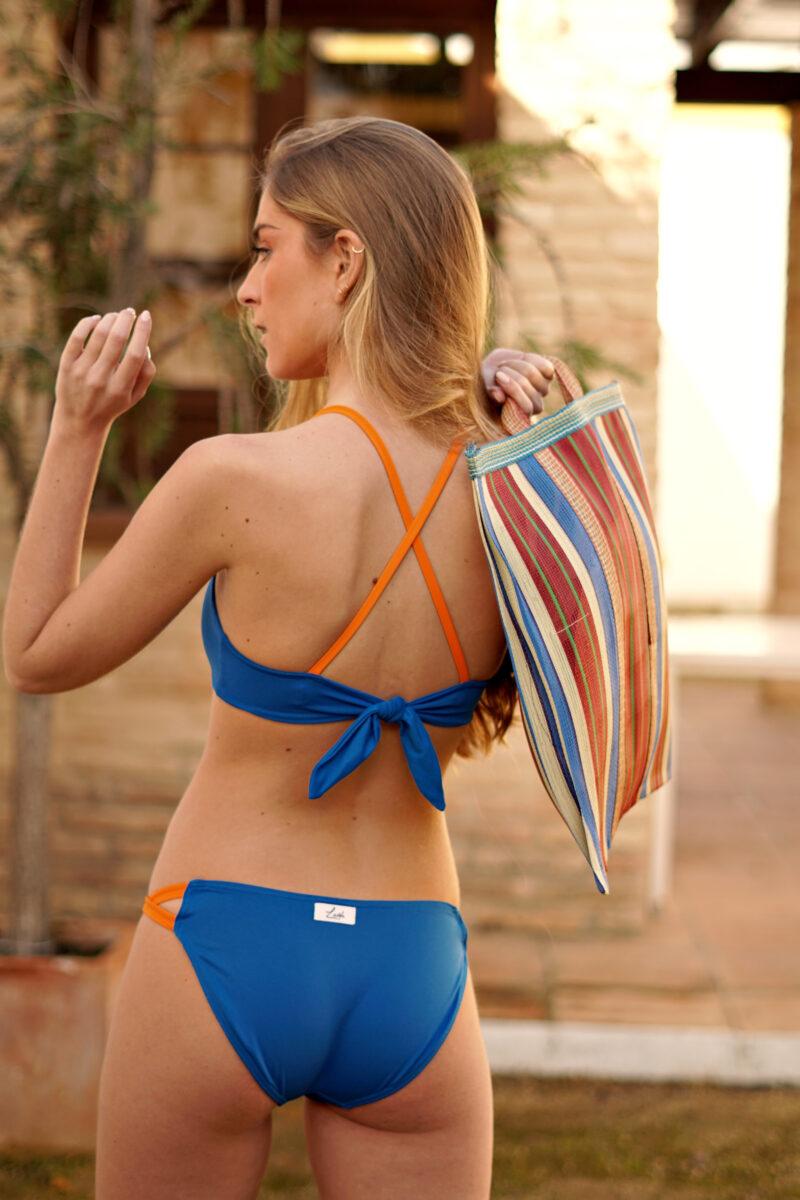 Bikini azul y naranja